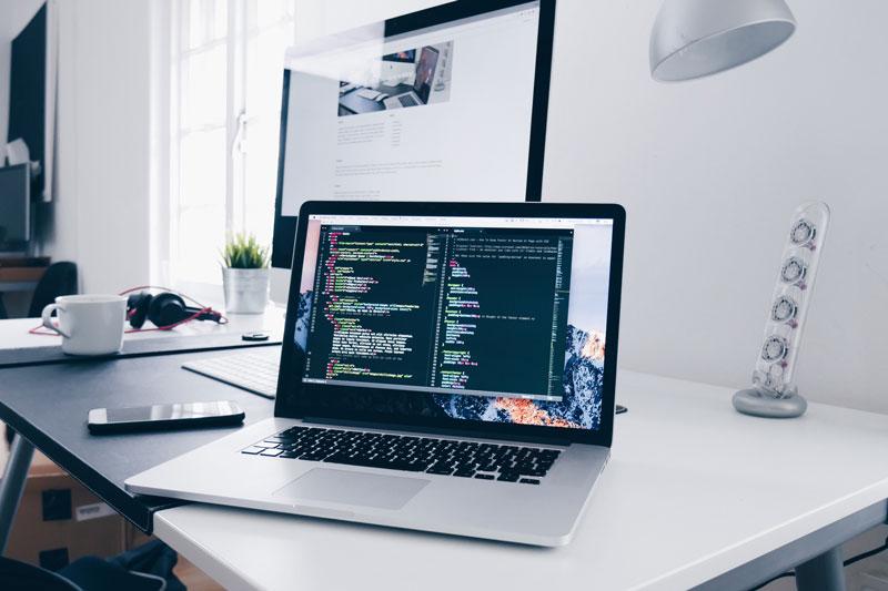 Laptop und VPN im Home-Office